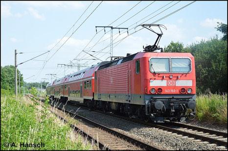 Der 6. Juli 2015 zeigt sich von seiner besten Seite. 143 193-1 durchfährt mit ihrem Ersatzzug nach Cottbus den Hp Leipzig-Thekla