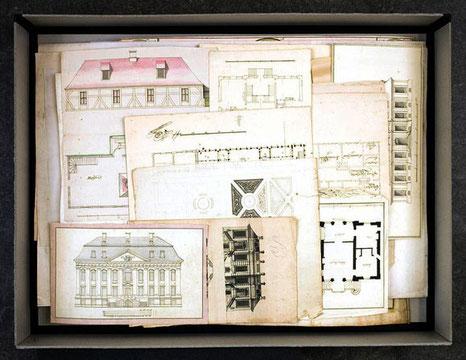 Blick auf den Planschatz in der Landesbibliothek Mecklenburg-Vorpommern, wie er sich bei der Entdeckung darbot
