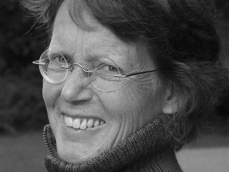 Anne Wiemann lacht freundlich in die Kamera