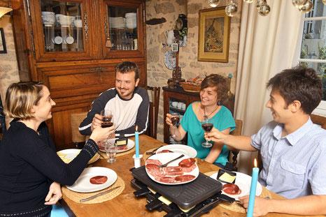 La table d'Hôtes à base de recettes personnelles avec récolte toute fraîche du potager et souvent la viande BIO de la ferme du Masbareau 87400