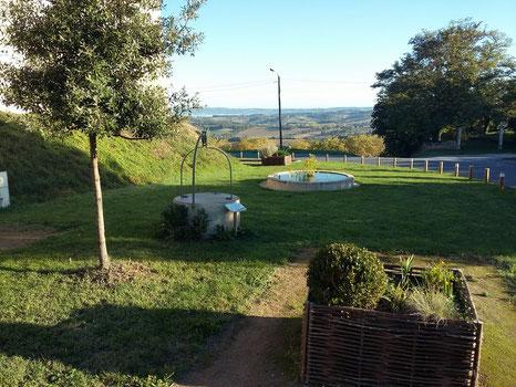 Pique-nique champêtre au jardin pastelier de Puylaurens en Pays de Cocagne, office de tourisme, que faire à Puylaurens, que faire à Dourgne