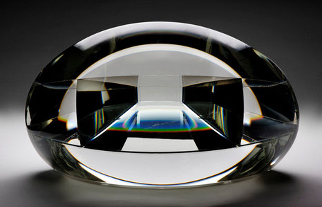 Hello Taut | kiln cast, grinded, glued, hand polished optical glass and mirror | 40 x 22 x 20 cm | 2007 | ●