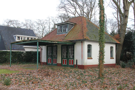 Garage landhuis Rozenburg Boslaan 4 Hilversum gemeentelijk monument