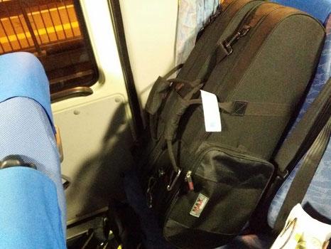 熊本到着☆今回は、秋田空港最終便~羽田乗り換え~熊本で、夜の9時頃熊本阿蘇空港に到着♪バスに乗ってホテルに向かいます!フルートのHiroさんは当日入りなので、明日合流☆
