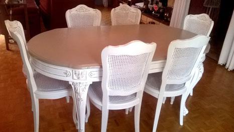 Table et chaise relookés en blanc et taupe