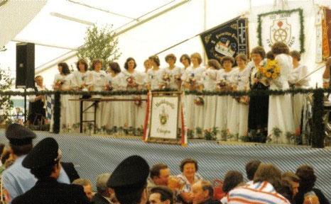 100 jähriges Vereinsfest mit Fahnenweihe