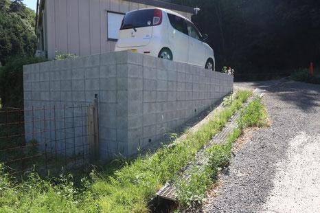 ブロック土留め 駐車場増設(背面)
