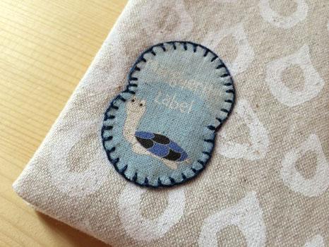 オリジナルで作ったワッペンを縫い付けています