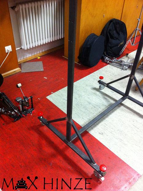 Höhenverstellung der Füße, selbst gebaute Röhrenglocken, DIY tubular bells, Max Hinze