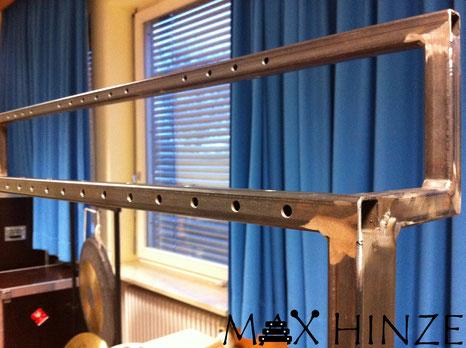 Bohrungen für die Röhrenglockenhalter, selbst gebaute Röhrenglocken, DIY tubular bells, Max Hinze