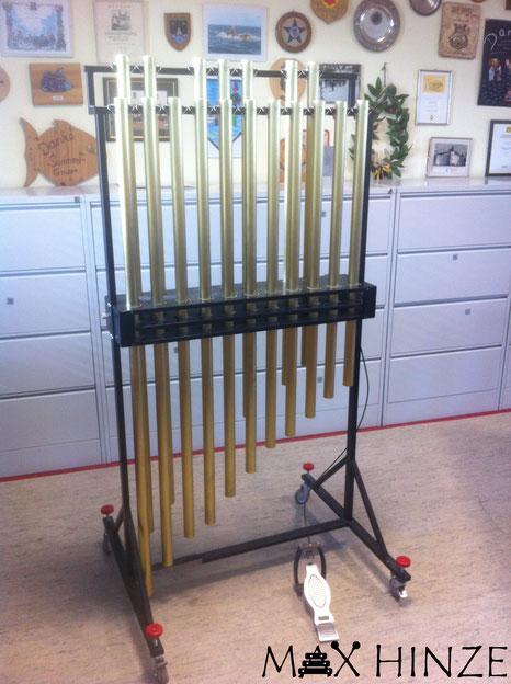 Fertige Röhrenglocken mit Dämpferpedal, selbst gebaute Röhrenglocken, DIY tubular bells, Max Hinze
