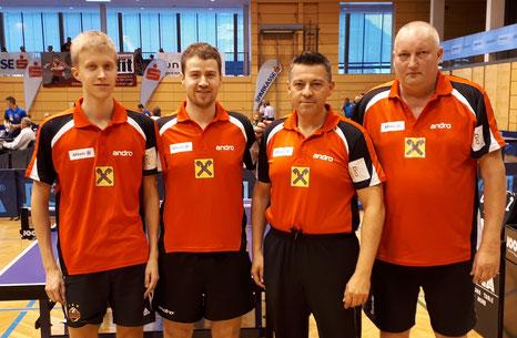 Andreas Hammerschmid, Martin Kinslechner, Betreuer Albert Wilder und Tomas Janci in Kufstein.