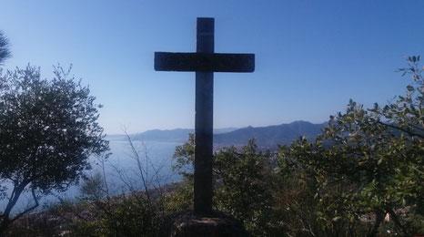 La grande Croce in pietra a Verezzi