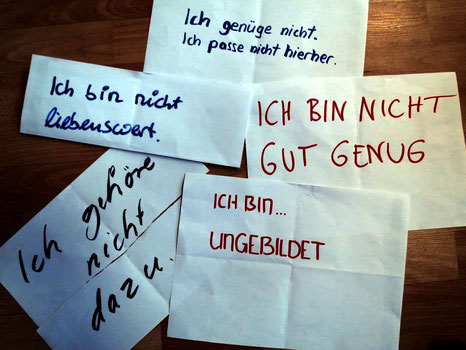 Psychotherapeut Reimer Bierhals bat ACT-Therapeuten darum, sich mit Bild zu einem ihrer geheimen verletzlichen Sätze zu bekennen.