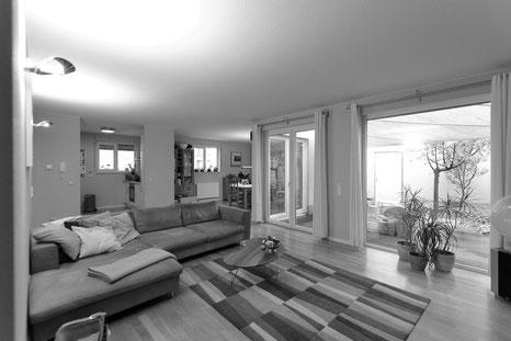 Der Immobilienmakler Matthias Pfeifer vermittelt und verkauft Immobilien im Rhein-Main-Gebiet. Modernes Atriumhaus in Dreieich mit Innenhof und Dachterrasse
