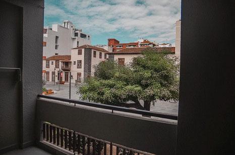 Blick vom Balkon in die Umgebung der Wohnung.