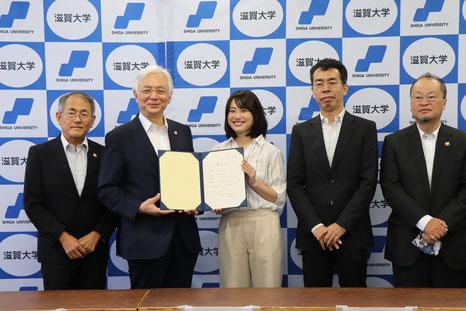 滋賀県庁での滋賀大学発ベンチャー認定授与式の様子