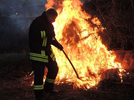 Das Feuer wird entfacht, gefeiert wird bis in die Nacht......