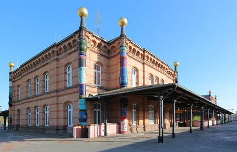 Bild: Hundertwasser-Bahnhof in Uelzen