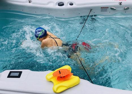 Schwimmanalyse und Schwimmtraining Pull Boy und Paddels