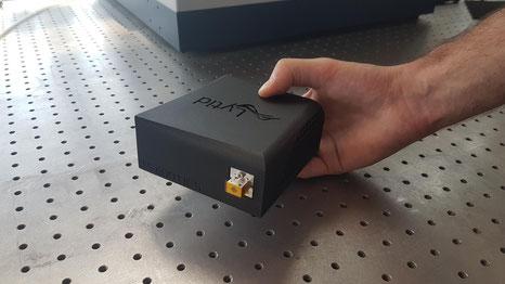 TeraSchottky ist eine kompakte, einfach zu bedienende und voll integrierte sub-THz Laserquelle