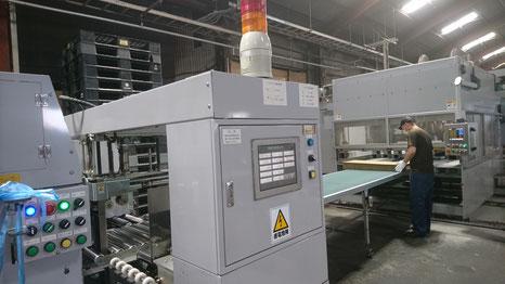 写真:市川紙器段ボール工場内 段ボール会社市川紙器の強みをお伝えします。