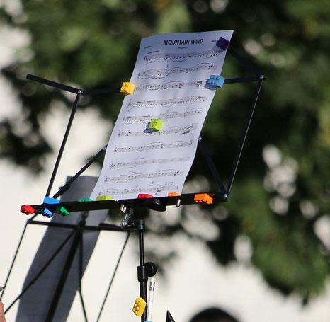 Immer ein Auge in den Noten und eins beim Dirigenten! (Bildrechte: MBO)