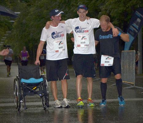 """Andi Erni, vor einem Jahr bei einem Unfall 3 Halswirbel gebrochen: """"Ein riesen Dankeschön an meine zwei Begleiter, die mir geholfen haben die letzten 10 Meter sogar zu Fuß durchs Ziel zu GEHEN!"""" Das macht Hoffnung!"""