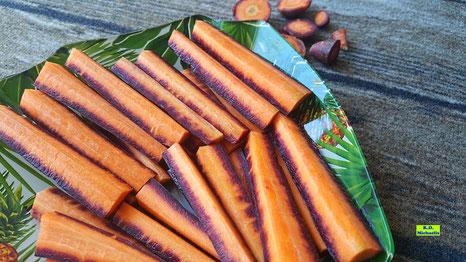 Rohe Urmöhren / Urkarotten / Lila Möhren / Lila Karotten geviertelt als Mohrrüben-Sticks von K.D. Michaelis