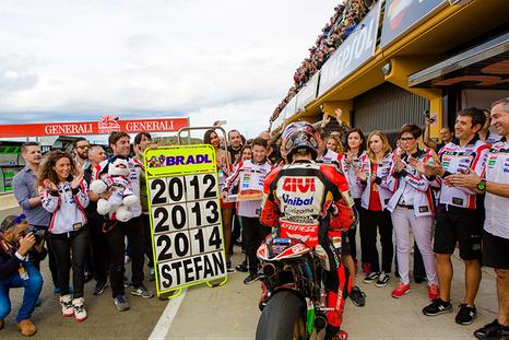 MotoGP - Großer Abschiedsbahnof für Stefan Bradl von seinem Team in Valencia 2014.