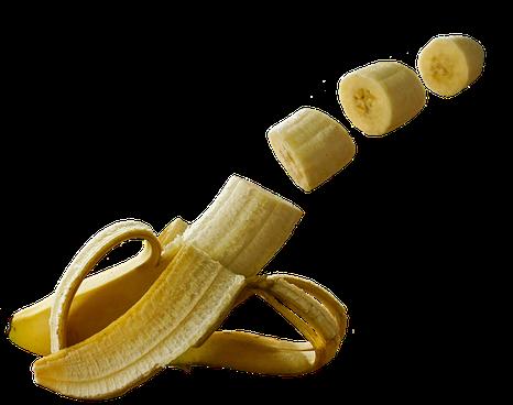 Halb geschälte Banane von der drei Teile abgeschnitten sind und scheinbar durch die Luft schweben. Danke an Alexas Foto auf Pixabay