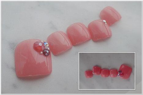 赤系ピンクのオトナかわいいフットネイル