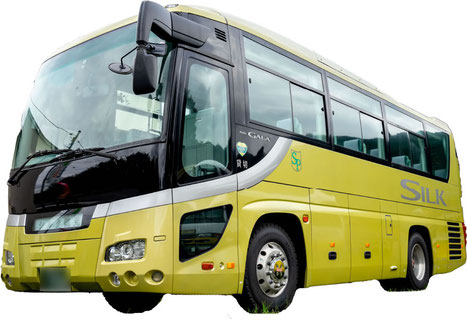 鮮やかな黄色が目にとまるSプロジェクトのバス