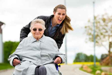 Christine Bertram Seniorenbegleitung | fotolia @kzenon