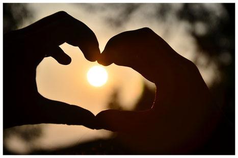 l'énergie vient du coeur et sort par les mains