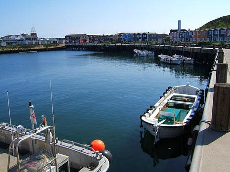 Börteboote im Hafen von Helgoland