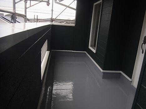 ベランダ内部の塗り替え完成状況。