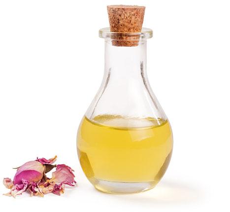Flasche mit Massageöl und Blüte