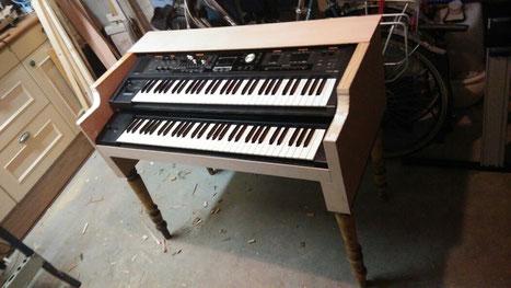 Ongelakt.  Keyboards tijdelijk ingelegd.