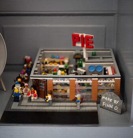 Ein Lego-Nachbau eines Fans