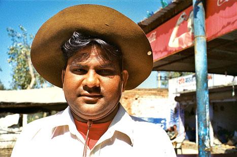 hami hatte sich meinen Tibet-Hut für ein Photo geschnappt