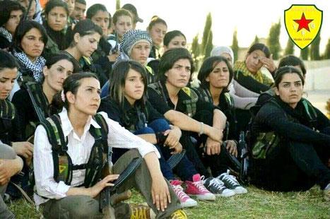 """Kurdiske kvindeenhed  fra PYD PKKs """"folkeforsvars-enheder"""" (YPG)"""