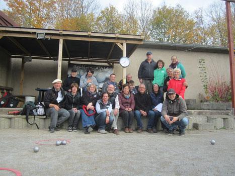 Insgesamt 16 TeilnehmerInnen schlossen am Sonntag unter der Regie von Carmen und Klaus Endreß das Seminar ab.