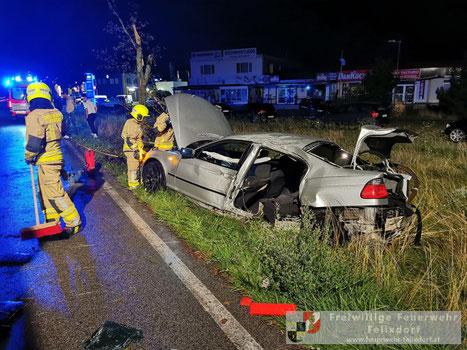 Feuerwehr; Blaulicht; FF Felixdorf; Unfall; PKW; Kreuzung;
