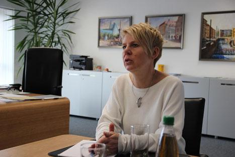 Anja Hebner erklärt, welchen Chancen und Risiken sich die Dr. Födisch Umweltmesstechnik AG in Zukunft stellen wird. Foto: Vom LKL gesucht