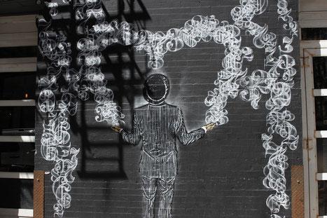 Graffiti: Rauch und Zahlen an einer Wand