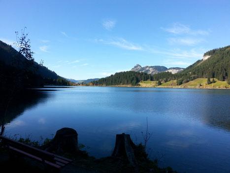 Unterwegs auf der großen Talumrundung im Tannheimer Tal: Am Haldensee. Attraktive Mountainbike-Strecken