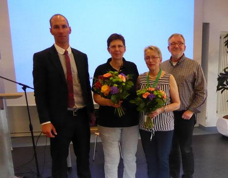 von links: Christoph Scharf, Maria Boßle, Edeltraud Fischer-Graf, Günter Rambach - Vizepräsident der Deutschen Schmerzliga