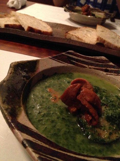 ウニのエピナスープ仕立て。中にはズッキーニなど夏野菜が。パンにつけて食べます。田中農場 純米吟醸生 20BY 43度で