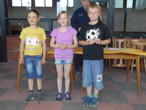 Bezirksmeisterschaft Mannschaft 3. Platz - von links: Benjamin Buchholz, Lisa Oehlers, Leon Piskrzynski